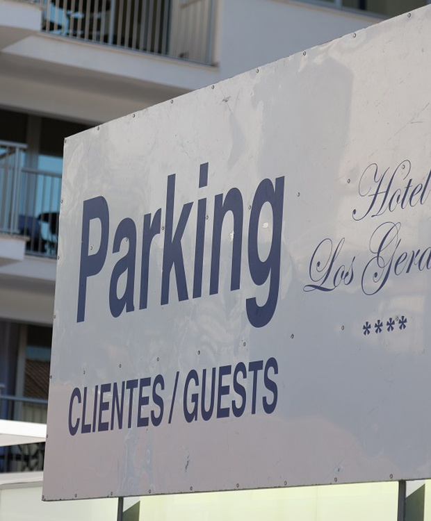 Parking Los Geranios Hotel