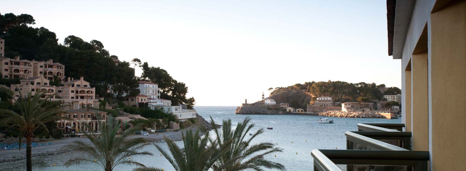 Excellently-located beachside hotel in Soller